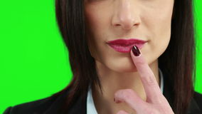 Affärskvinna som sätter hennes finger på hennes kanter lager videofilmer