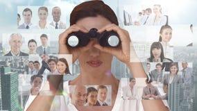 Affärskvinna som söker för nya anställda arkivfilmer