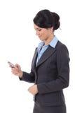 Affärskvinna som texting Arkivfoton