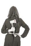 Affärskvinna som tillbaka rymmer en yxa bak henne, bw Arkivfoto