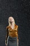 Affärskvinna Standing In Rain Arkivbilder