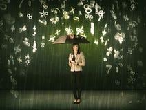 Affärskvinnaanseendet med paraplyet och 3d numrerar att regna som är conc Arkivfoton