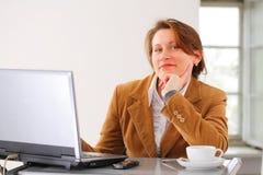 affärskvinnaarbete Arkivfoton