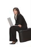 affärskvinnabärbar dator royaltyfri bild