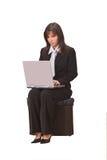 affärskvinnabärbar dator royaltyfria bilder