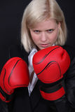 Affärskvinnaboxning Royaltyfri Bild