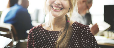 AffärskvinnaCheerful Smiling Beautiful Smart begrepp Arkivbild