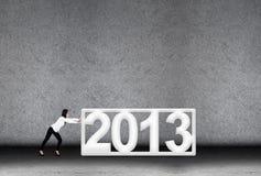 Affärskvinnaförsök i 2013 för nytt år Arkivfoto