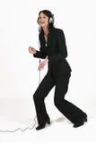 affärskvinnafavorit henne lyssnande musik till Royaltyfri Foto