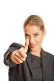 affärskvinnagesten tumm upp Royaltyfri Bild