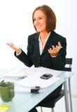 affärskvinnagesthand som gör samtal royaltyfri bild