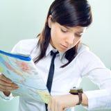 affärskvinnahöger sida som långt söker Arkivfoton