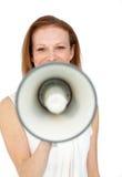 affärskvinnamegafon som ler genom att använda Royaltyfri Fotografi
