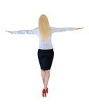 Affärskvinnan går på imaginärt rep Arkivbild