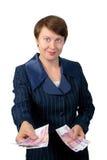 Affärskvinnan ger pengar Arkivbild