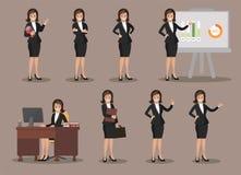 Affärskvinnan i olikt poserar Plan design Arkivbild