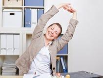 Affärskvinnan med baksida smärtar Fotografering för Bildbyråer