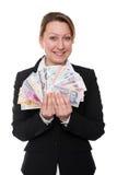 Affärskvinnan rymmer olika valutor Royaltyfri Foto
