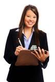Affärskvinnan skriver på clipboarden royaltyfri fotografi