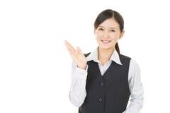 Affärskvinnan visar vägen royaltyfria foton