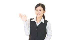 Affärskvinnan visar vägen arkivbilder