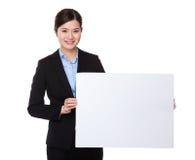 Affärskvinnashow med det vita brädet Arkivfoto