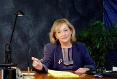 affärskvinnaskrivbord Royaltyfri Foto