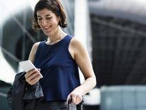AffärskvinnaTraveler Journey Business lopp arkivfoton