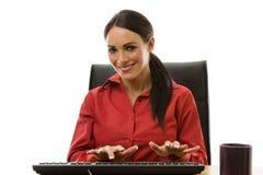 AffärskvinnaWorking At Office skrivbord Arkivfoto