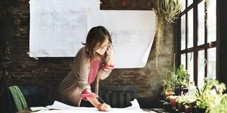 AffärskvinnaWorking Planning Sketch begrepp royaltyfri bild