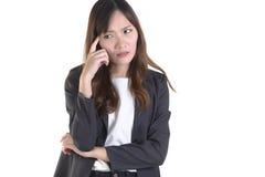 Affärskvinnor i affärsdräkten som så är stressad ut på ren vit bakgrund Royaltyfria Foton