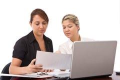 Affärskvinnor på arbete Arkivbild