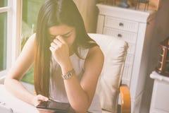 Affärskvinnor som är stressade och under tryck arkivfoto