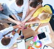 Affärslag med för händer teamworkbegrepp tillsammans - arkivfoton