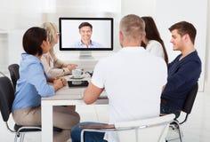 Affärslag som deltar i videokonferens Royaltyfri Foto