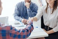 Affärslagmöte i kontoret arkivbild