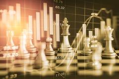 Affärslek på den finansiella digitala aktiemarknaden och schackbackgr Royaltyfri Bild