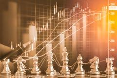 Affärslek på den finansiella digitala aktiemarknaden och schackbackgr Arkivbild