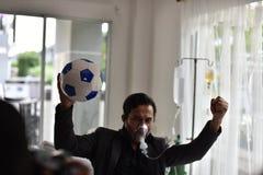 Affärsmän har fortfarande ett jubel för fotboll arkivfoton