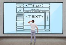Affärsmän som ser   mallwebsite Arkivfoton