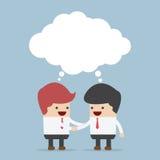 Affärsmän som skakar händer och tomt anförande Arkivfoton