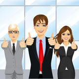 Affärsmän som visar tummar upp i ett kontor vektor illustrationer