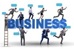 Affärsmännen i affärsidé med stege- och bubblacallouts arkivbild