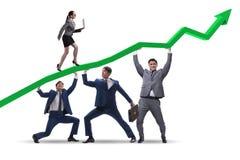 Affärsmännen som stöttar ekonomisk tillväxt som isoleras på vit arkivbild