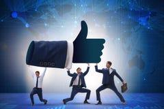 Affärsmännen som stöttar tummar gör en gest upp royaltyfria foton