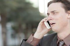 affärsman aktiverat få över telefonen Arkivfoto