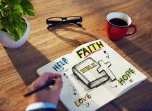 Affärsman Brainstorming About Bible och andlighet arkivbilder