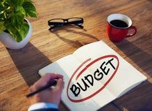 Affärsman Brainstorming About Budget Royaltyfri Foto