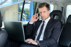 Affärsman In The Car Arkivbilder