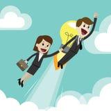 Affärsman eller chef som får nya idéer för affär med kollegan start Flyga med lampor som ballonger med Arkivbilder